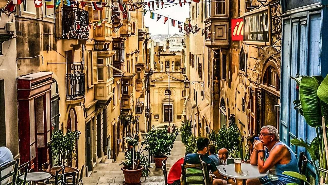 Ricco Mortensen - hyggelig gade i Valletta